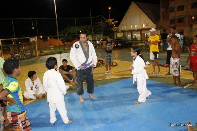 Projeto-Social-ensina-JIU-JÍTSU-e-MMA