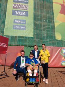 Thiago Jannuzzi, Gerente Geral de Competição do Comitê Organizador da Copa do Mundo Sub-17 da FIFA e o garoto Brayan